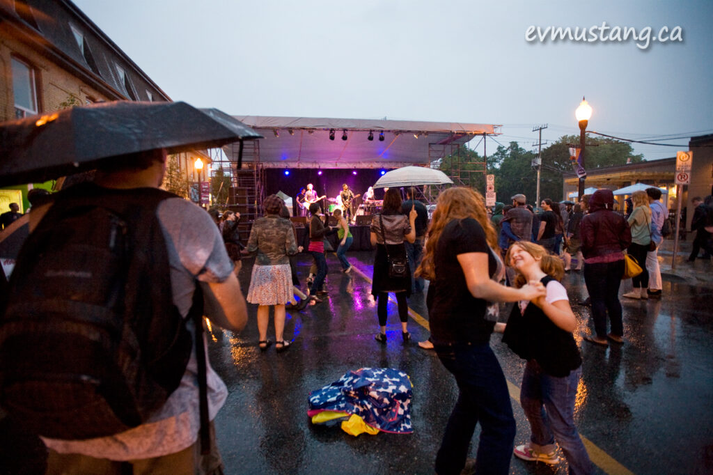 image of crowd in the rain at Hootenanny on Hunter